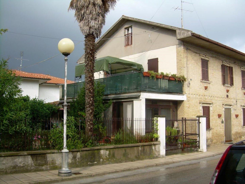 Casa singola ubicata in centro storico di una paese del for Progettista del piano terra del garage