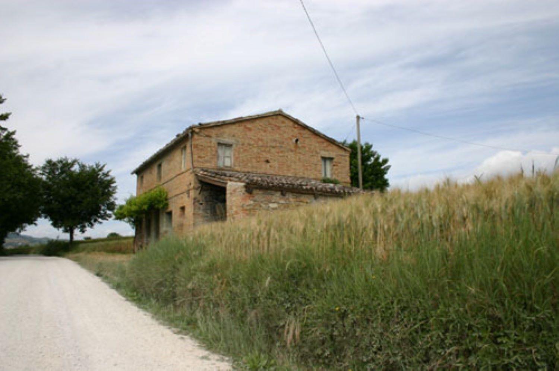 Caratteristica casa colonica in mattoni faccia vista for Nessun piano di casa nel seminterrato
