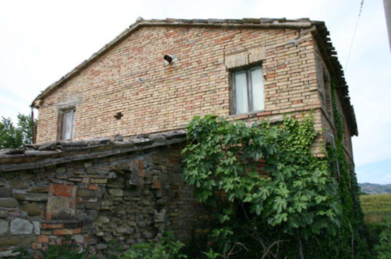 Caratteristica casa colonica in mattoni faccia vista for Semplici piani di una casa colonica